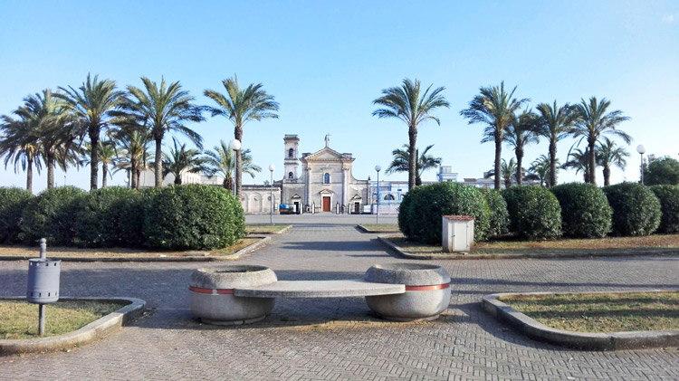 Ingresso di una delle 5 chiese delle Perdonanze, dove giungono i pellegrini da tutta la Puglia